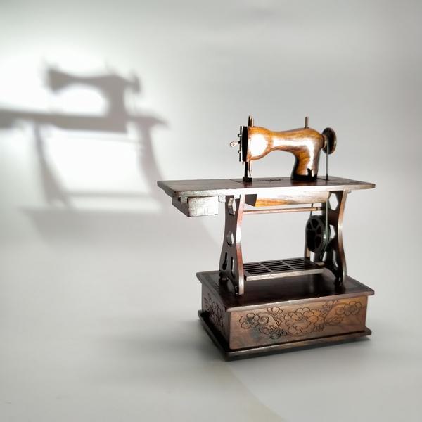 手工红酸枝缝纫机